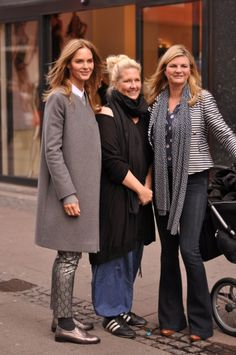 Trinny Woodall Susannah Constantine what not to wear denmark copenhagen street shots 2012 photos 2 Susannah Constantine, Trinny Woodall, Sartorialist, Mixing Prints, Office Outfits, Smart Casual, Autumn Winter Fashion, Style Icons, Work Wear