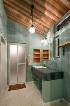 Y's HOUSE: dwarfが手掛けたtranslation missing: jp.style.洗面所-お風呂-トイレ.eclectic洗面所/お風呂/トイレです。