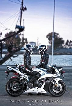 Cool Honda Couples ride together, stay together.unless you ride faster than your signific. Ducati Motos, Ducati 999, Yamaha R6, Biker Couple, Motorcycle Couple, Motorcycle Gear, Biker Love, Biker Girl, Motocross