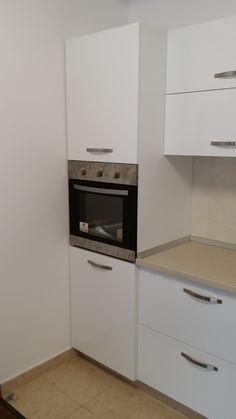 mobila de bucatarie la comanda - kalithea Kitchen Cabinets, Kitchen Appliances, Wall Oven, Design, Home Decor, Diy Kitchen Appliances, Home Appliances, Decoration Home, Room Decor