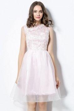 Robe de bal de promo rose courte à haut en dentelle ajourée