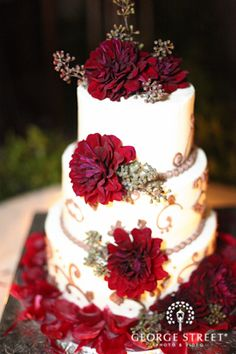 Red peonies make for one gorgeous #winter wedding cake!