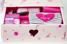 Die DM Lieblinge sind zurück im Juli 2016 mit der #pinkedition der beliebten Beauty Box aus Deinem Drogeriemarkt. Mit EOS, treaclemoon, invisibobble uvm.
