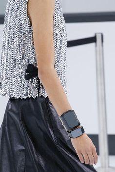 Chanel Spring 2016 Ready-to-Wear Accessories Photos - Vogue Fashion Mode, Fashion Week, Runway Fashion, Spring Fashion, High Fashion, Womens Fashion, Fashion Trends, Fashion Details, Love Fashion
