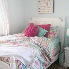 Day after Halloween = sleeping in. How comfy does @clairelucia3's bedroom look? #mypbteen