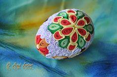 Printre hobby-uri: quilling, kusudama, origami, bijuterii handmade...: Oua quilling (2)