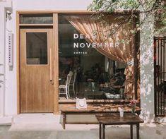 Cafe Shop Design, Small Cafe Design, Cafe Interior Design, Coffee House Interiors, Shop Interiors, Cafe Restaurant, Cafe Bar, Modern Restaurant, Cozy Coffee Shop