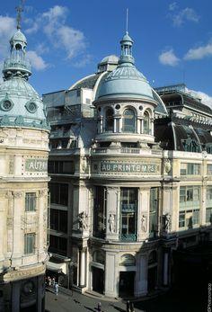 Soldes à Paris : Les Grands Magasins - Printemps, Boulevard Haussman (Printemps, Paris, France)