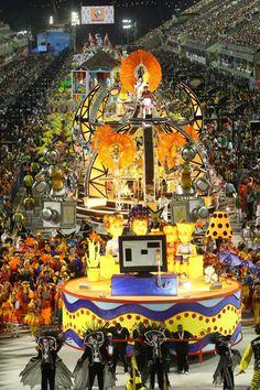 Desfile da São Clemente. Foto Ivo Gonzalez / Agencia O Globo Agência O Globo