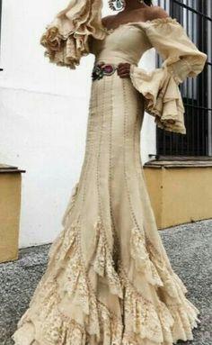 Beautiful! Spanish Dress, Spanish Style, Dance Dresses, Flamenco Dresses, Flamenco Costume, Autumn Fashion, Love Fashion, Dressed To The Nines, Gowns Of Elegance