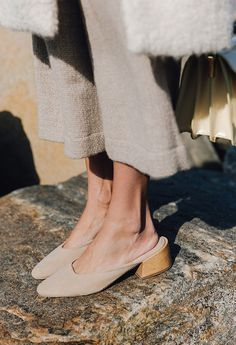 Nude shades | Photo via Fashion gone rouge Follow Style and Create at Instagram | Pinterest | Facebook | Bloglovin