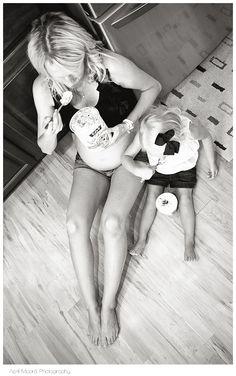 Maternity Photos. Haha I love this