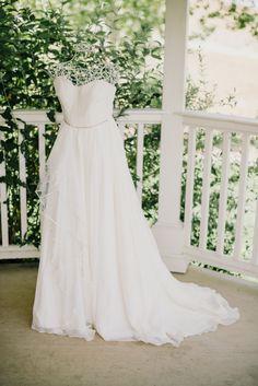 gorgeous white wedding dress @weddingchicks