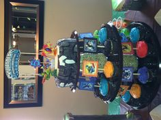 Skylanders party -love this idea. cake on top and cupcakes down below