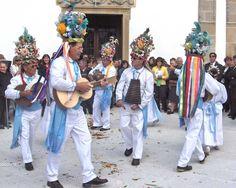 A Dança dos Homens (Dança das Genébres ou da Farrombana) é uma dança considerada a reminiscência de um primitivo rito de passagem e é dançada somente nas festas de Maio, da Nossa Senhora do Alto dos Céus - na Lousa.portugal