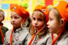 Polish Rainbow Girl Scouts in Ireland- part of the non-WAGGS/WOSM ZHPpgk association which is a Polish language organisation around the world.