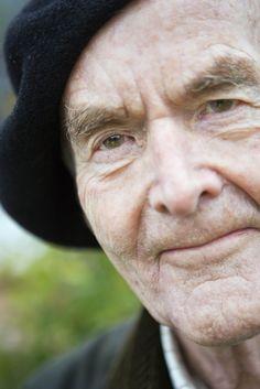 Biskop emeritus Martin Lönnebo är skapare till Fräslarkransen, ett modernt radband som består av 18 vackra pärlor. Han är även författare till ett flertal böcker, bl a Hjärtats nycklar, Frälsarkransen, Jordens och själens överlevnad, Väder vind och livets allvar, Bibelns pärlor, En liten vägledning till ikonen.