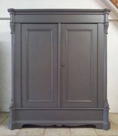 oude kast Decor, Furniture, Lounge Decor, Painted Furniture, Upcycled Furniture, Home Decor, House Interior, Armoire, Gray Chalk Paint