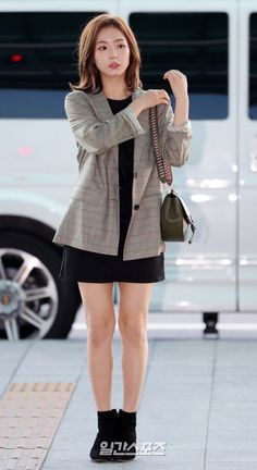 Shin se kyung 2018 Korean Actresses, Korean Actors, Office Outfits, Casual Outfits, Bride Of The Water God, Shin Se Kyung, Fashion Art, Fashion Outfits, Airport Style