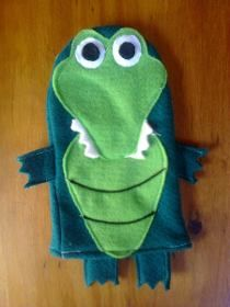 Felt Puppets, Felt Finger Puppets, Hand Puppets, Sewing Kids Clothes, Sewing For Kids, Fun Activities For Kids, Crafts For Kids, Crocodile, Diy Quiet Books