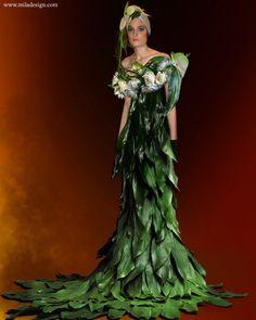 Wedding decor Floral Art life model dressed in floral dress Botanical Fashion, Floral Fashion, Fashion Design, Fashion Themes, Fashion Dresses, Floral Design School, Queen Fashion, Ballroom Dress, Weird Fashion
