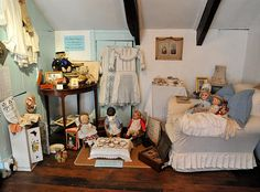 Exhibits   Dolls House and Toy Museum