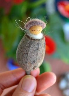Hinterland Mama: A birthday gift of and for faeries : branches and seed pods (fairys - fairies) Baby Crafts, Felt Crafts, Crafts For Kids, Christmas Decorations To Make, Christmas Crafts, Childrens Tent, Aussie Christmas, Pine Cone Crafts, Acorn Crafts