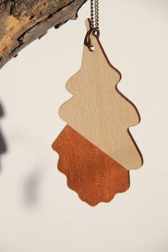 Kette aus Holz Eichenblatt-Design kupfer von FLAMINGO CAT auf DaWanda.com