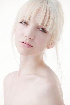 20 Trendy Hair Color For Pale Skin Porcelain Platinum Blonde Photo Portrait, Female Portrait, Portrait Photography, Fashion Photography, Fotografia High Key, Jaal Mass Effect, High Key Fotografie, High Key Low Key, High Key Lighting