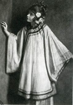Silent screen beauty and perpetually virginal waif Lillian Gish photographed by James Abbe for #BrokenBlossoms, 1919
