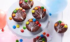 Luftballon-Muffins Rezept: Schoko-Muffins mit süßer Verzierung - Eins von 7.000 leckeren, gelingsicheren Rezepten von Dr. Oetker!
