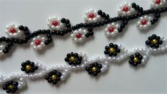 Make an adorable flower bracelet in just a few minutes very fast, fun, and easy craft. These little flowers are perfect for making beautiful homemade jewelry pieces. With just a few items you'll be able to make this colorful and cute DIY bracelets. Easy Beading Patterns, Jewelry Patterns, Bracelet Patterns, Bead Patterns, Jewelry Ideas, Beading Projects, Beading Tutorials, Beaded Bracelets Tutorial, Beads Tutorial