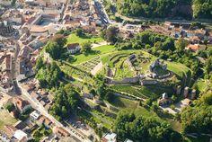 Les vestiges du Château © Ville d'Epinal City Photo, Golf Courses, Dolores Park, River, Lorraine, Recherche Google, Outdoor, Pathways, Park