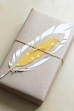 Niet alleen een #cadeau maar ook nog eens een pluim! #compliment #inpakken