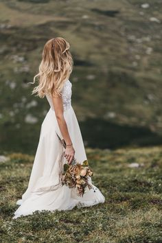 Mountain Wedding Alpine Fall Wedding National Park Inspiration Boho Bridal Autumn Earthy. Fine the whole shoot on the blog: www.danielavallant.com/alpine-wedding   Dress: Petra Pflegpeter Couture, Flowers: La Fleur die Blumenwerkstatt, Jewelry: Goldschmiede Wiedl