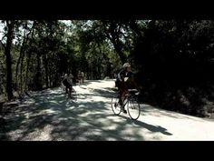 Una gara ciclistica amatoriale & rigorosamente con bici d'epoca tra le strade del Chianti toscano: è l'Eroica di Gaiole in Chianti, che abbiamo seguito nel 2011 promettendoci di tornare nel 2012. Con le nostre bici.