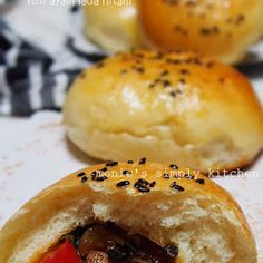 Roti Ayam Lada Hitam Indonesian Food, Hamburger, Dan, Food And Drink, Bread, Indonesian Cuisine, Brot, Baking, Burgers