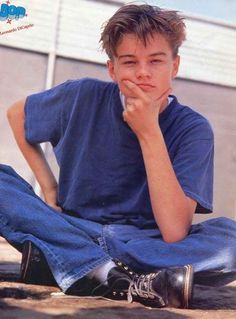 When he put on his best thinking face: The 19 Most Important Leonardo DiCaprio Teen Pinup Poses Of The Cabelo Leonardo Dicaprio, Young Leonardo Dicaprio, Beautiful Boys, Pretty Boys, Leonard Dicaprio, Pin Up, 90s Aesthetic, Celebs, Celebrities