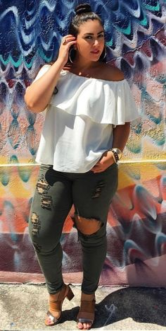 Nice 39 Beautiful Outfit Ideas for Plus Size Women http://inspinre.com/2018/03/13/39-beautiful-outfit-ideas-for-plus-size-women/