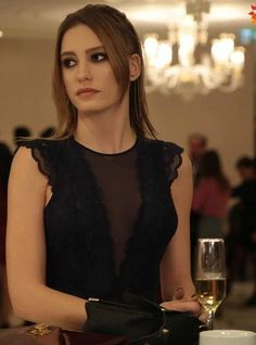 Serenay Sarıkaya – Hair And Beauty Turkish Beauty, Turkish Fashion, Prettiest Actresses, Portrait Photography Poses, Turkish Actors, Aesthetic Girl, Celebs, Celebrities, Medium Hair Styles