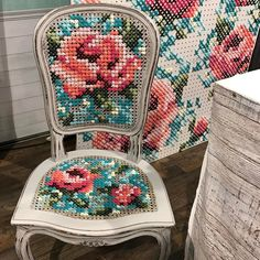 cross stitch a caned chair from catheholden Cross Stitch Art, Cross Stitching, Cross Stitch Embroidery, Embroidery Patterns, Cross Stitch Patterns, Upcycled Crafts, Diy Crafts, Sewing Stitches, Needlepoint Stitches