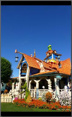 Goofy's Paint 'n Play House