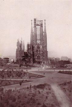 La Sagrada Familia entre 1926 y 1930. Un homenaje a Barcelona Desaparecida - VICE