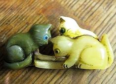 Carved Bakelite & Lucite 3 Kittens at Bowl of Milk Button. Realistic Cats by Brad Elfrink Funky Jewelry, Cat Jewelry, Jewelry Art, Antique Jewelry, Vintage Jewelry, Elsa Schiaparelli, Baubles And Beads, Crafts Beautiful, Novelty Items