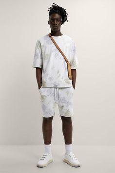 ΒΕΡΜΟΥΔΑ JOGGER TIE DYE | ZARA Greece / Ελλαδα Jogger Shorts, Joggers, Zara New, Streetwear Fashion, New Outfits, Latest Fashion Trends, Sportswear, Bermudas