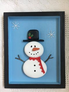 Christmas Pebble Art, Christmas Rock, Christmas Crafts, Christmas Ideas, Christmas Plates, Handmade Christmas, Christmas Ornaments, Stone Crafts, Rock Crafts