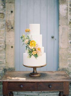 Top 10 Luxury Wedding Venues to Hold a 5 Star Wedding - Love It All Summer Wedding Cakes, Summer Wedding Colors, Elegant Wedding Cakes, Wedding Cake Designs, Cupcake Wedding, Summer Weddings, Slate Wedding, Dream Wedding, Wedding Venue Inspiration