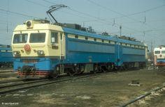 SS4 7002B+A Sujiatun locomotive depot. 17th October 2003