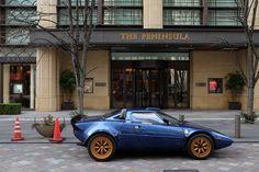 *日本語で読む / Read Japanese version It was the second time to see the same Lancia Stratos. I saw it on the same street last September. Although it could be a replica, ATAKA HFR, it looks nice. Fue La s...