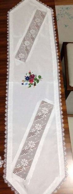 This post was discovered by esma imga. Discover (and save!) your own Posts on Unirazi. Table Runner And Placemats, Table Runners, Cross Stitch Rose, Crochet Tablecloth, Linens And Lace, Hand Art, Lace Making, Bargello, Crochet Home
